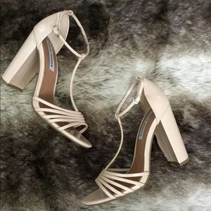 Steve Madden cream strap heels 👡 size 8